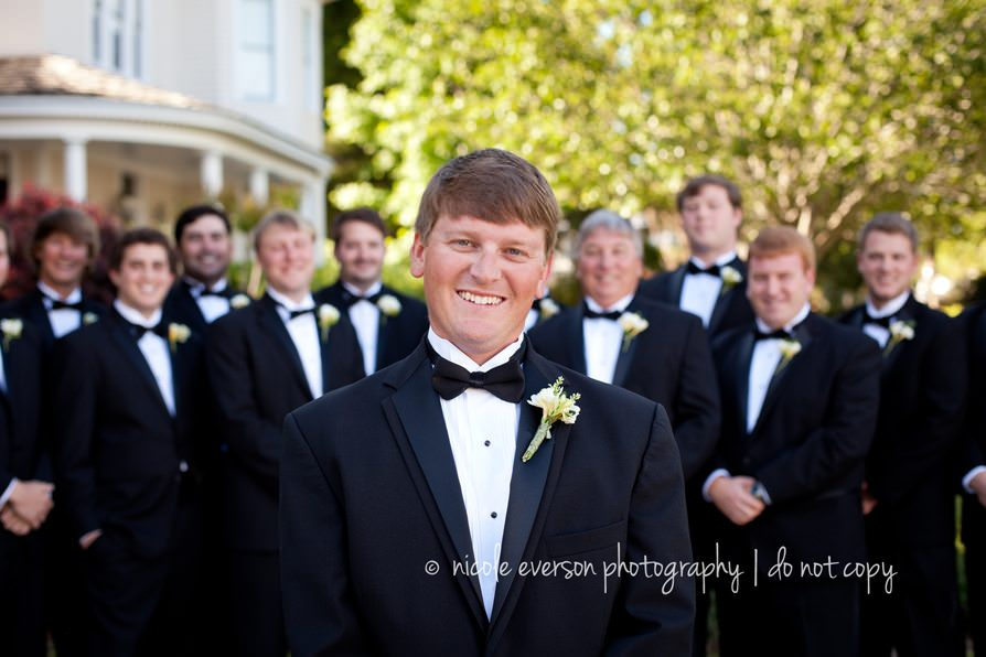 How to Pose a wedding party